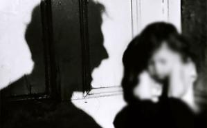 """مدرس ستيني يتحرش بطفلة في """"دبي"""""""
