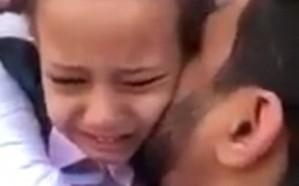 فيديو.. طفلة تنهار بالبكاء عقب رؤية والدها