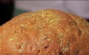 بالفيديو .. أغلى رغيف خبز في العالم يعد بإضافة الذهب في إسبانيا