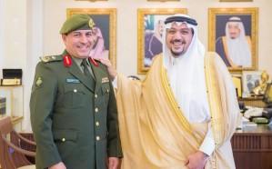 أمير منطقة القصيم يقلد مدير جوازات المنطقة رتبته الجديدة