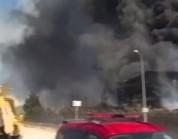 شاهد.. انفجار ضخم بمصنع للكيماويات في إسطنبول التركية