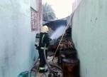 إصابة مقيم وطفلين إثر حريق مستودع بنجران