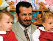 شاهد.. هكذا بدا التوأم السيامي البولندي الذي فصله الدكتور عبدالله الربيعة قبل 15 عاماً