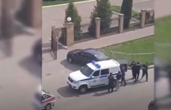 شاهد.. ضبط مراهق قتل 9 وأصاب 21 بمدرسة في قازان الروسية