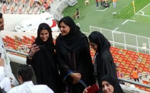 بالصور والفيديو: لحظة تفاعل العائلات مع أسماء لاعبي الأهلي..  وريما بنت بندر بين الحاضرات