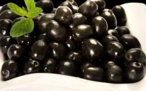 حقيقة اكتساب الزيتون الأسود لونه من صبغات تسببب السرطان.. الغذاء والدواء يوضح
