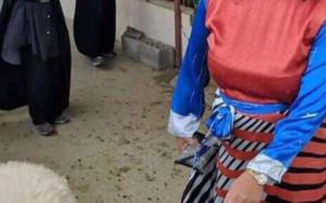 شاهد..  لحظة  اختيار القنصل الأمريكية بالظهران أضحيتها من سوق المواشي.. وتوجه رسالة للمسلمين