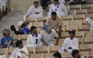 """مشجعين ارتدوا """"ثياب النوم"""" أثناء مباراة الهلال والقادسية.. هكذا تم التعامل معهم!"""