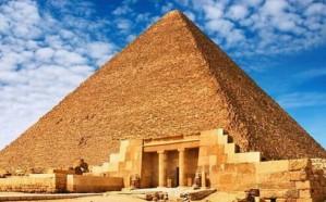 لهذا السبب.. مصري يحاول الانتحار من أعلى هرم خوفو