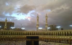 مركز إدارة الأزمات يحذر: أمطار وغبار على مكة حتى السبت