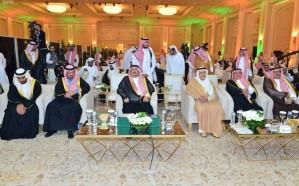 فيديو.. موقف عفوي بين الأميرين فيصل بن بندر وتركي الفيصل يثير إعجاب المغردين