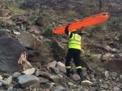 انتشال جثمان مواطنة سقطت في منطقة جبلية صخرية بأبها