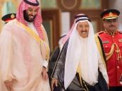 أمير الكويت يستقبل ولي العهد ويقيم مأدبة عشاء تكريمًا لسموه
