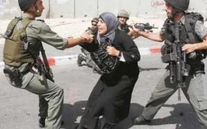 فيديو.. لحظة اعتداء جندي اسرائيلي على امرأة فلسطينية
