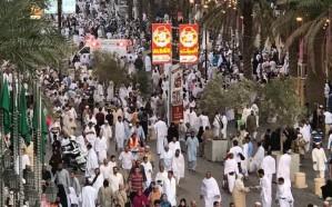 صور.. إقبال كبير من المعتمرين لإحياء ليلة الـ27 في الحرم المكي