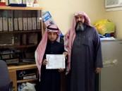 مدير تعليم الجوف يكرِّم الطالب المخترع أسامة الرويلي