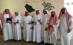 مركز النشاط الاجتماعي بالمباركة يكرم معلمي مدارس العباس بن عبدالمطلب