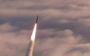 شاهد.. لحظة استهداف مترس لمليشيات الحوثي في الحديدة بصاروخ