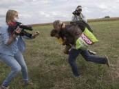 مصورة مجرية تركل وتعرقل لاجئين بشكل مروع