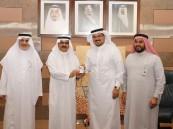 """معالي مدير جامعة الملك عبدالعزيز يدشن مشروع """"بطاقة خريج"""""""