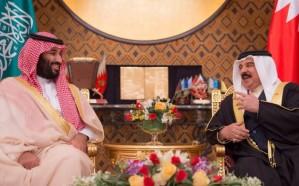 جلسة مباحثات تجمع ولي العهد وملك البحرين