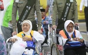 وصول أولى رحلات الحج الإندونيسية لمطار المدينة المنورة