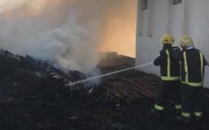 مدني أبها يباشر حريقًا اندلع في فناء منزل