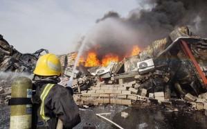 مدني جدة يباشر حريقًا شب في مصنع للمواد الكيميائية