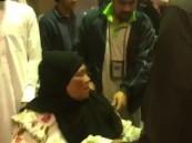 فيديو.. عائلة سعودية تودع خادمتها المنزلية بالدموع