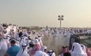 """فيديو.. القطريون يدفنون """"جاسم"""" بالشيول"""
