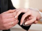 عروس غاضبة تترك عريسها وتتزوج من أحد الضيوف !