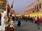 """فيديو.. أمريكي يتجوَّل في سوق """"واقف"""" القطري الخالي من المتسوقين"""