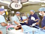 6 جراحي مخ وأعصاب أنهوا عملية فصل رأسي السياميتين ( رنا ورنيم)