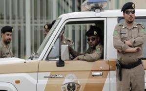 تفاصيل ضبط مركبتين بداخلهما 145 قارورة عرق مسكر في مكة