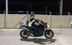 صور.. فتيات سعوديات يتدربن على قيادة الدراجات النارية في الرياض