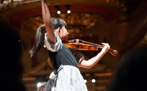 """""""الثقافة"""" تنظم عرضين للعازفة كلوي شوا"""