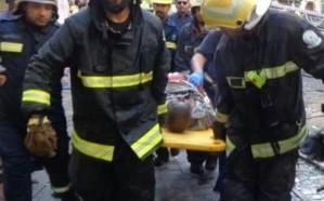 مدني مكة ينقذ المحتجزين في حريق بناية المنطقة التاريخية بجدة