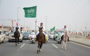 """صور.. مسيرة وطن """"للمجد والعلياء"""" تجوب شوارع صامطة"""