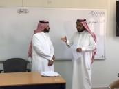 معلم يقطع إجازته رغم خضوعه لجراحة خطيرة ليساند زملاءه في استكمال المنهج للطلاب