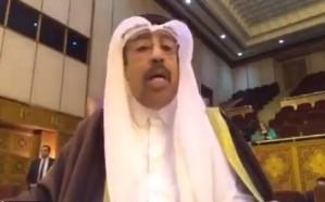 فيديو.. مندوب قطر يسجل كلمته بهاتفه بعدما تجاهلته وسائل الإعلام