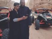 فيديو.. مواطنو العلا يلتقطون صور السيلفي مع ولي العهد