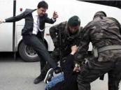 طرد راكل المحتجين التركي يوسف يركل