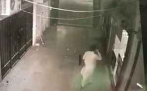 شاهد: عصابة تسطو على محل جوالات في بريدة.. وهذه حصيلة المسروقات