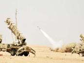 قوات الدفاع الجوي تعترض صاروخًا باليستيًا فوق نجران
