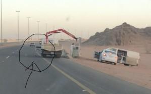 «المرور» يتفاعل مع صورة لآلية داخل الطريق