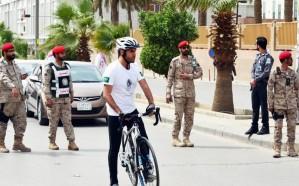 رحالة سعودي يقطع1300 كيلو وفاء لمصابي القوات المسلحة على الحد الجنوبي
