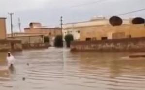 بالفيديو.. حي سكني بحفر الباطن يعوم في مياه الأمطار