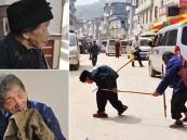 """بالصور- عجوز """"حدباء"""" تقدم أعظم قصة إخلاص لزوجها الكفيف"""