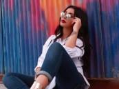الجزائرية كاميليا ورد :«اسمها قصة تتأرجح بين دلال والدها واختيار والدتها»