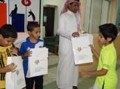 محافظة الطائف تشارك في توزيع الهدايا بثانوية الملك فهد